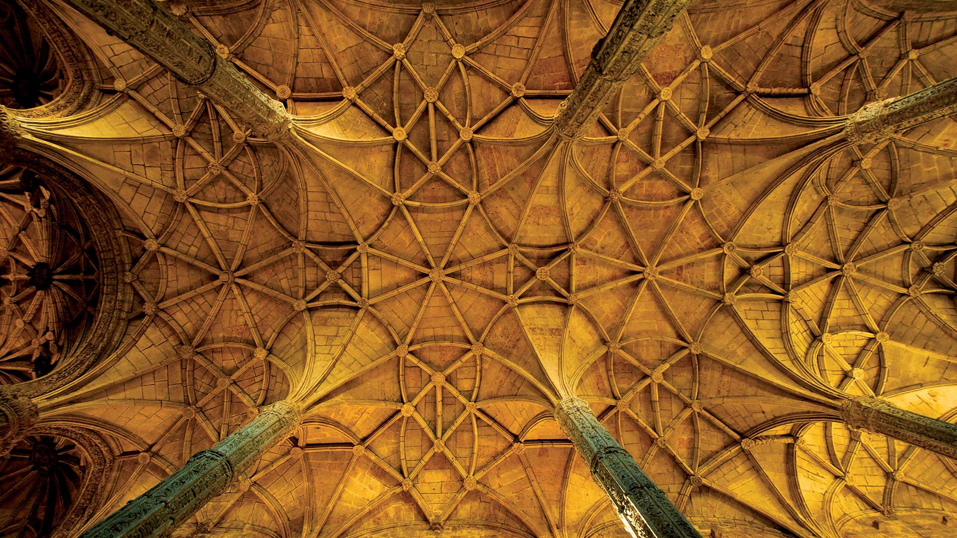Looking up at the vaulted ceiling of Lisbon's Gothic cathedral.