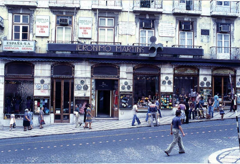 Jerónimo Martins store with people in the street