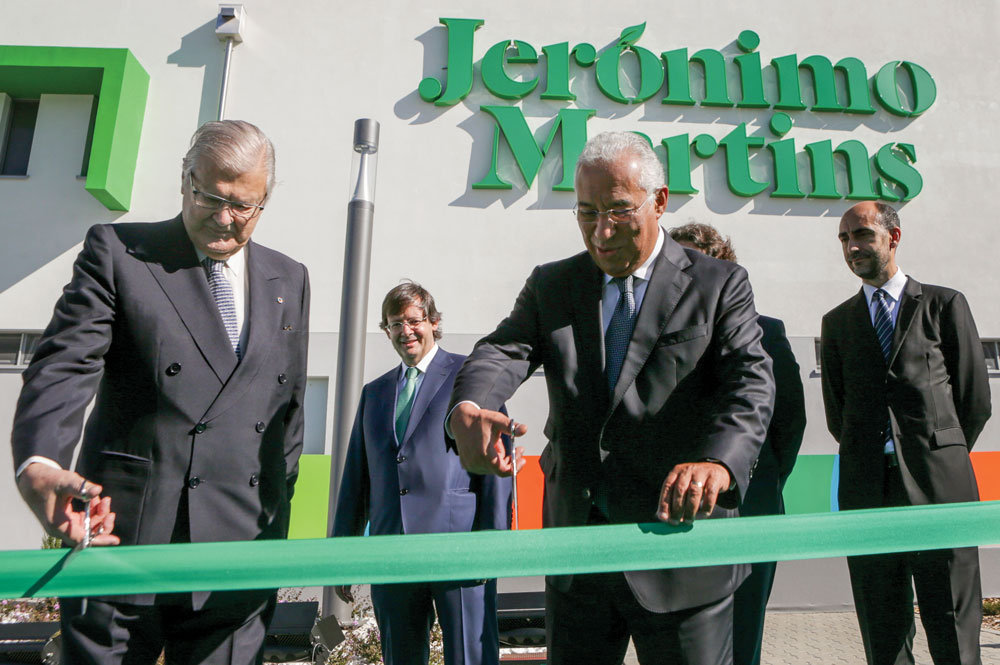 Portugal's Prime Minister António Costa (right) and Alexandre Soares dos Santos (left), former leader of the Jerónimo Martins Group for more than four decades (between 1968 and 2013) cut the ribbon at the inauguration of the new state-of-the-art Distribution Centre in Alfena, north of Portugal, under the watchful eye of current Chairman and CEO, Pedro Soares de Santos (middle).
