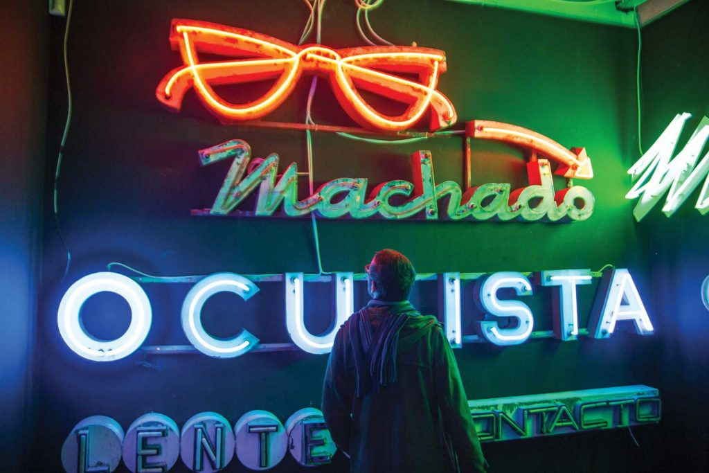 Neon of Oculista Machado