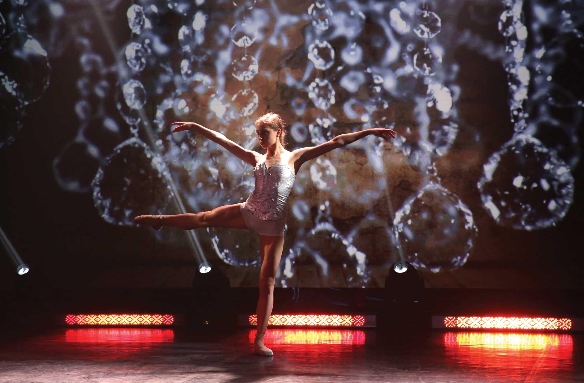 Paulina Bidzińska dancing