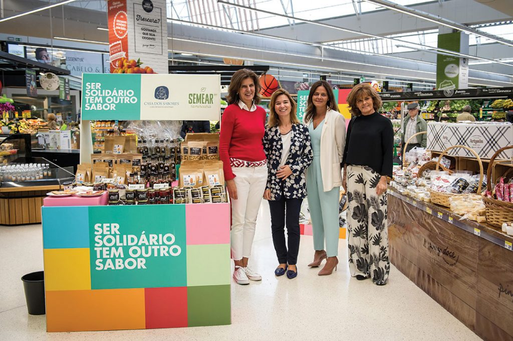 "Mafalda Simões Coelho (""Casa dos Sabores""), Sara Miranda, Chief Communication Officer at Jerónimo Martins, Isabel Pinto CEO of Pingo Doce and Joana Santiago (""Semear""), in the opening of the Pingo Doce Social Market, on October 11. (left to right)"