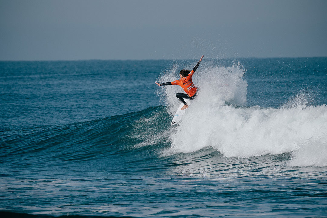 surfer João Moreira, surfing