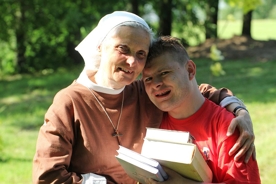 Sister Małgorzata Chmielewska with a boy with books