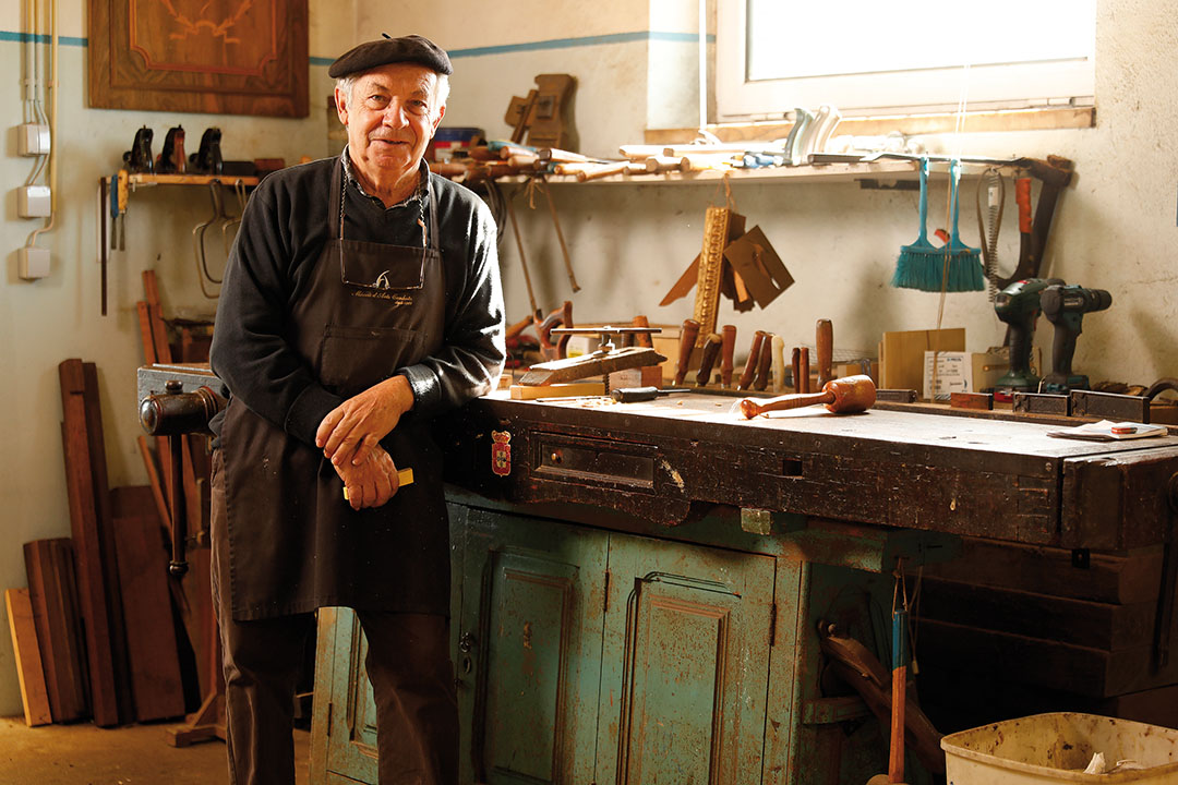 Master craftsman Firmino Adão Canhoto bought this 170 year-old workbench from the widow of José Clímaco, another master who was also his teacher.