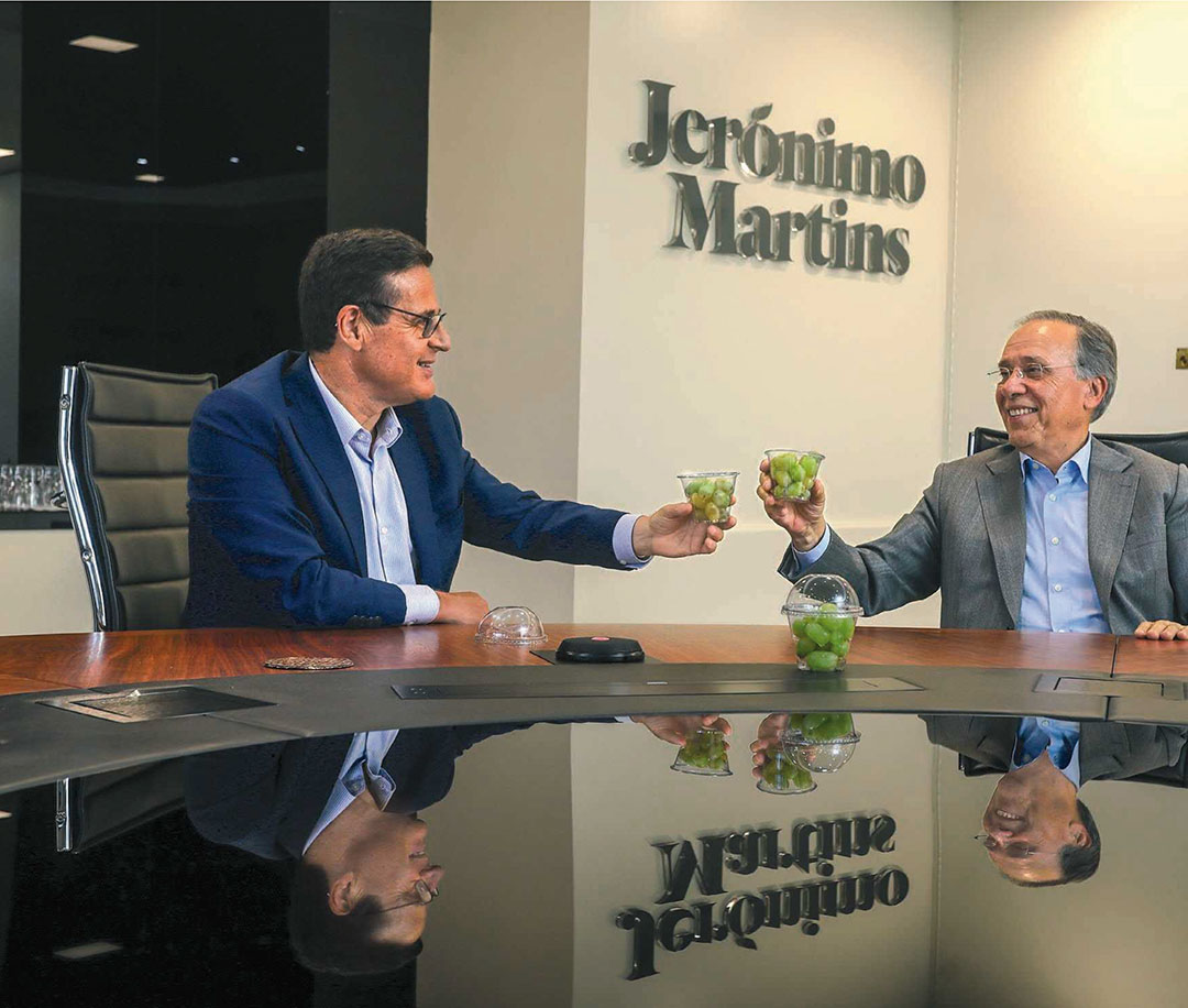António Serrano, CEO of Jerónimo Martins Agro-Alimentar and António Silvestre Ferreira, Founder of Vale da Rosa, toasting to the Group's first partnership in the organic farming business area.