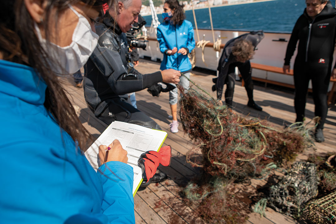 The litter collected in the dives from the Santa Maria Manuela was brought aboard the iconic ship and sorted.