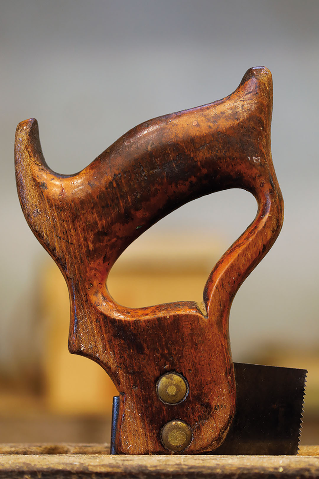 The perfect, precise cut of the noble woods requires suitable tools that live up to this art.